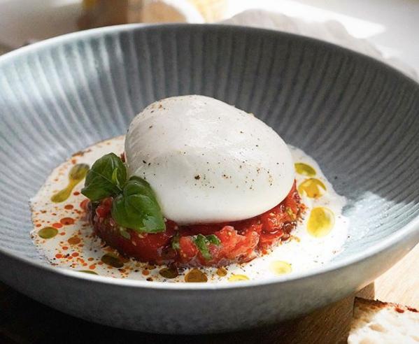 Burrata med en himmelsk tomattartar